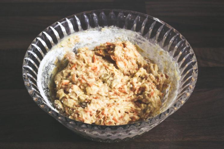 Hundetorte, Hundegeburtstag, Kokos-Möhre-Honig-Torte